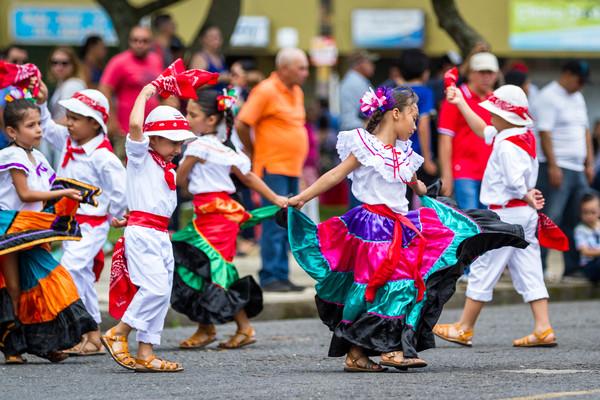 Costa Rica Voyage enfants dansant