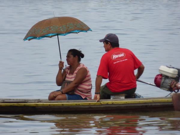 Brésil Amazonie couple sur barque