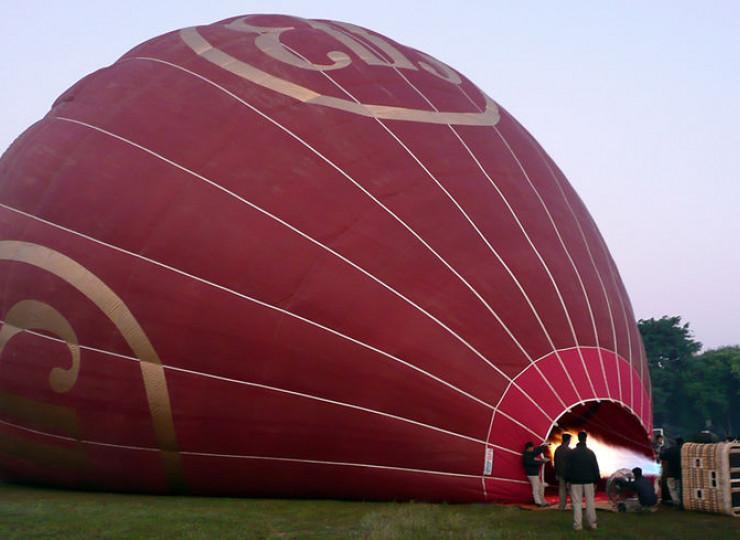 Bagan : survol en montgolfière.