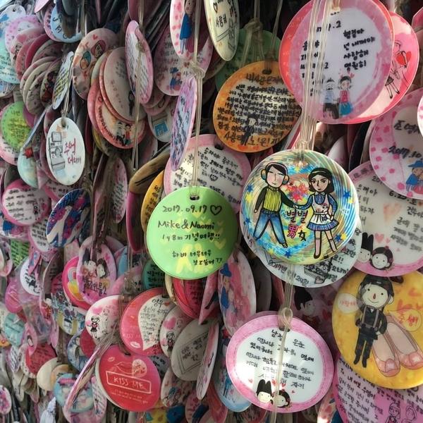 [#Traveldiairies from #corea] . . . . #lovewall #walloflove #insa_dong #korean #seoul #palace #automn #ig_korea  #travelphotography #traveltocorea