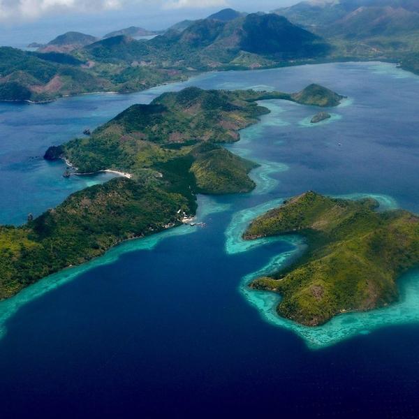 [LE SAVIEZ-VOUS ?] 🧐 ✨Les Philippines sont un pays constitué de 7 107 îles découvertes en 1521 par le navigateur portugais Magellan. ✨Explorant la région pour la couronne d'Espagne, il nomma ces îles en l'honneur du roi Philippe, les Philippines. ✨Parmi toutes ces îles, plus fascinantes les unes que les autres, à peine 2 000 sont habitées et plus de 2400 n'ont même pas reçu de nom ! ✨ ☝️lien dans la bio ☝️ ⠀ ⠀ ⠀ ⠀ ⠀ ⠀ ⠀ #philippines #the_ph #travelphilippines #travelstoriesph #discoverph #explorephilippines #ilovephilippines #wanderph #historyfacts #philippinehistory  #goexplore #travelguide #traveldeeper #traveltheworld #letsgoeverywhere #globetrotter #ourplanetdaily #discoverearth #travelnotebook #travelinginspiration #passionpasseport #voyage #autourdumonde #histoire #patrimoine #passionvoyage #evasion #touriste #vacancesenfamille #travelwithadgentes