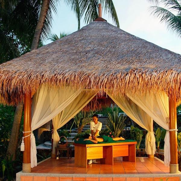 [AFTERWORK THAÏLANDE] 🇹🇭 🎊⠀ ✨Le royaume du Siam s'ouvre à vous ce soir aux Halles de L'île !⠀ ✨Vous découvrirez, entre autres, le massage thaï ou Nuad Bo'Rarn (prononcez Nuad Bo'Lann) en thaïlandais grâce @iyashimassage ✨Pratique ancestrale et véritable art de vivre thaïlandais, le massage thaï libère le corps et l'esprit de toutes tensions.✨ ⠀ ⠀ ⠀ ⠀ ⠀ ⠀ ⠀ #thaimassage #massage #massagethailandais #traditionalthaimassage #thailande #ilovethailand #event #geneva #genevaswitzerland #discoverthailand #feelgood #tradition #bienetre #geneve #travelgoal #travel #travelguide #globetrotter #traveldeeper #travellinginspiration #travelbook #enjoy #enjoyyourlife #enjoyyourself #enjoytheday #wanderfull #travelwithadgentes
