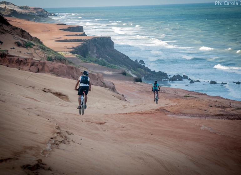Brésil Voyage Pipa en VTT descente par les falaises