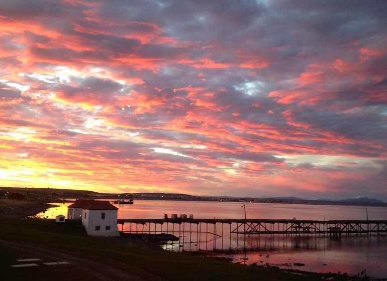 Chili Voyage The Singular Patagonia avec nuages roses