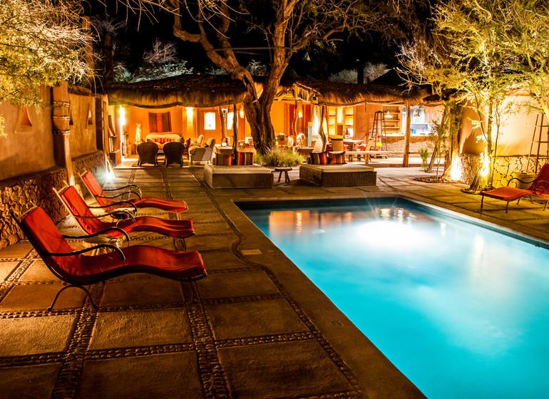 Chili Voyage Awasi Atacama piscine le soir