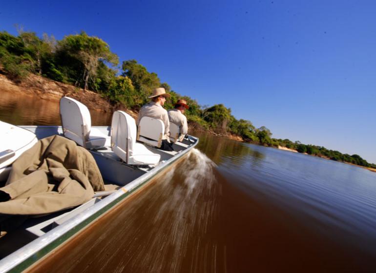 Brésil Voyage Pantanal Barranco Alto excursion en bateau à moteur