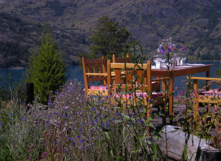 Chili Voyage Carreterra Austral Mallin Colorado repas sur terrasse