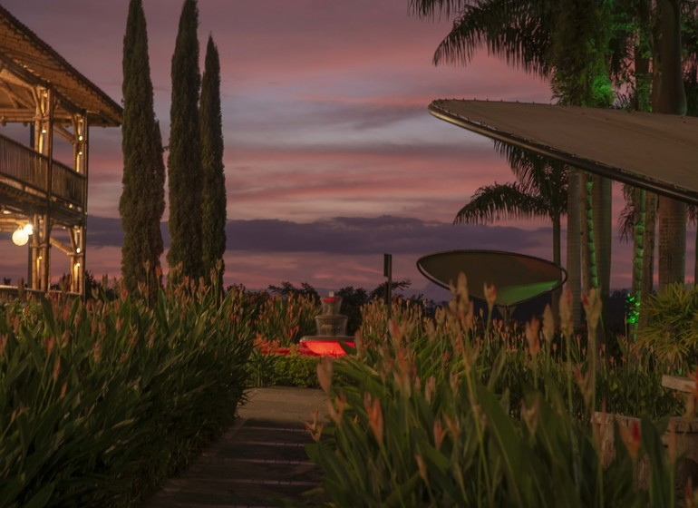Colombie Voyage Casa San Carlos Lodge jardin ambiance le soir