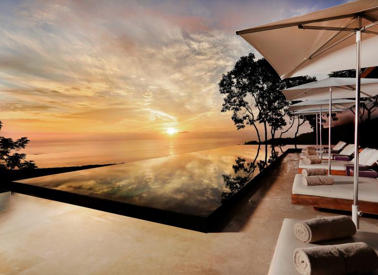 Costa Rica Voyage Kura Design Villas piscine le soir