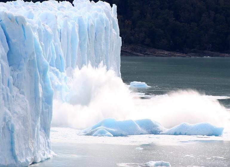 Argentine Patagonie El Calafate Eolo Lodge Perito Moreno bloc de glace tombant
