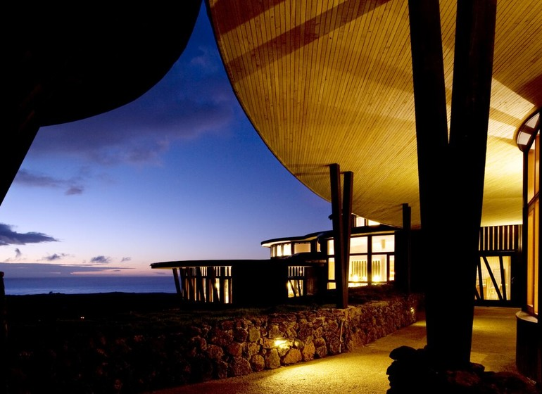 Chili Voyage Explora Rapa Nui Terrasse coucher de soleil