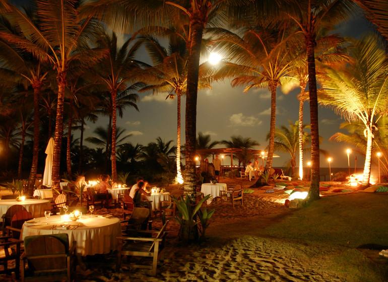 Brésil Voyage Txai Resort restaurant pieds dans le sable le soir