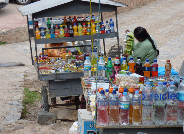 Pérou Voyage vendeuse de boissons et plus
