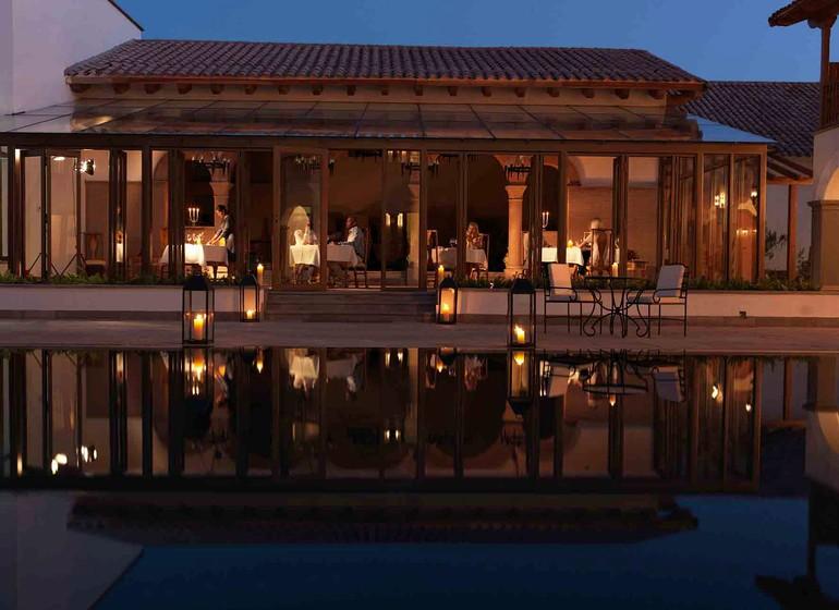 Pérou Voyage Cusco Palacio Nazarenas retaurant le soir reflet piscine
