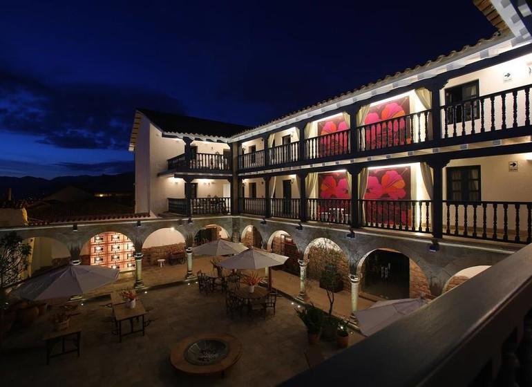Pérou Voyage Cusco Mercado Tunqui patio de nuit