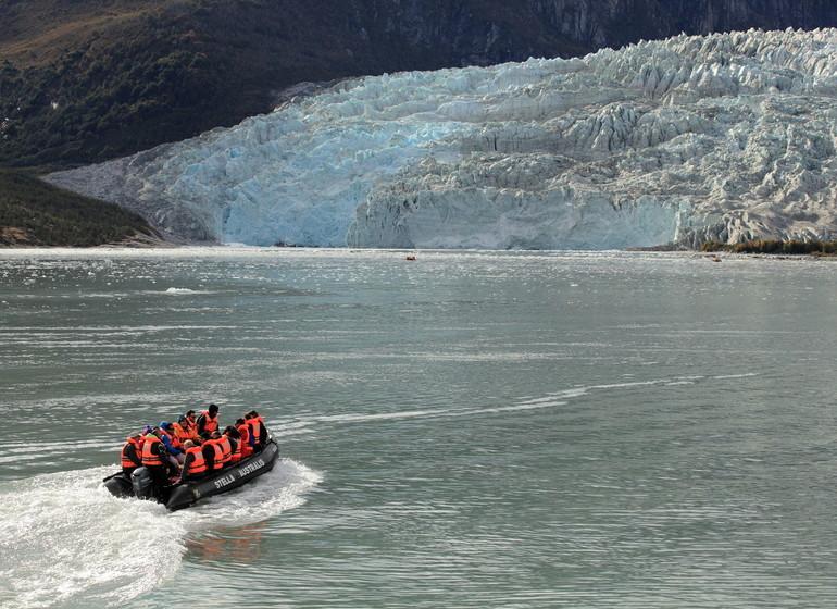 Chili Voyage avenue des glaciers en zodiac