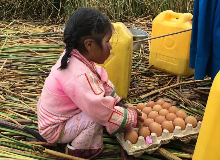 Pérou Voyage Lac Titicaca enfant Uros