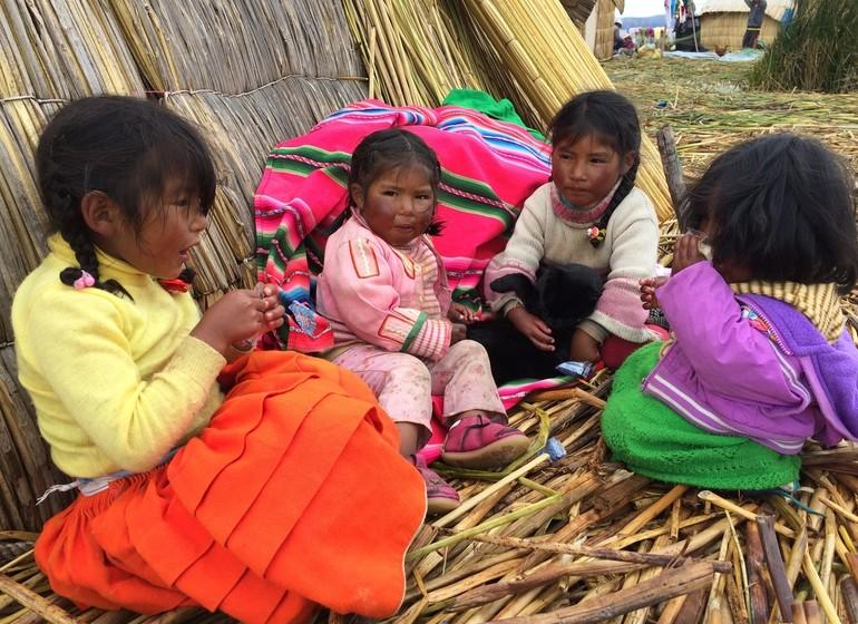 Pérou Voyage Enfants îles d'Uros Titicaca