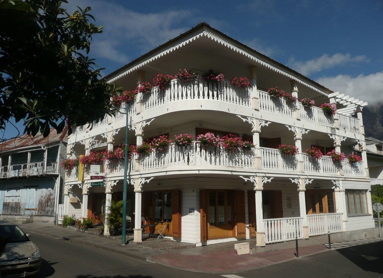 Hotel Tsilaosa, Reunion