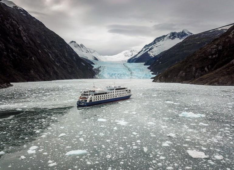 Chili Voyage Croisière Australis Ventus entre blocs de glace