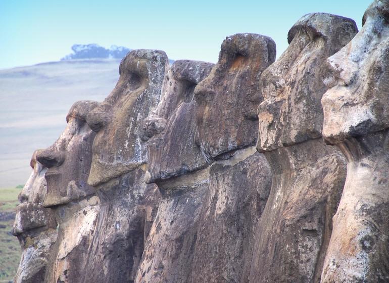 Chili Voyage Île de Pâques statues de profile