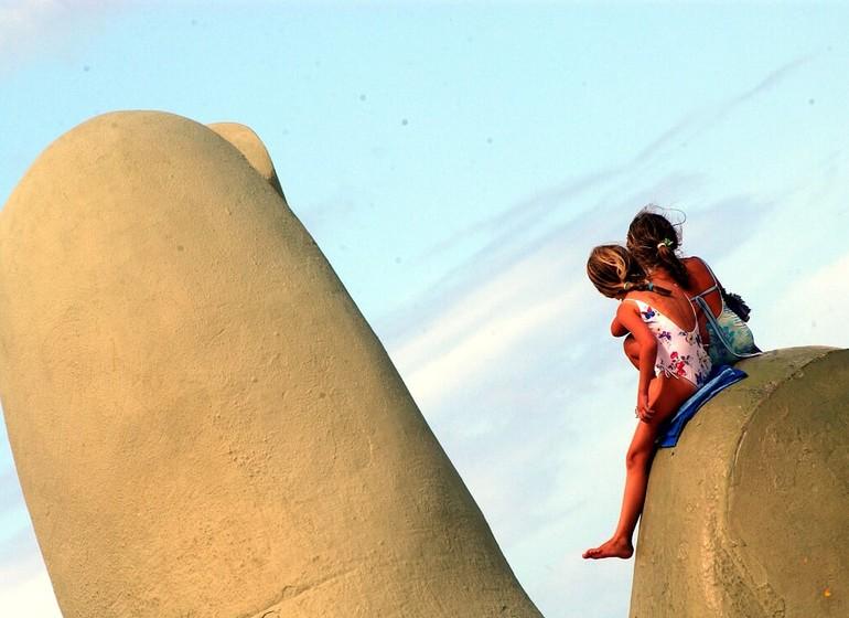 Uruguay Voyage Punta del Este sur la sculpture des doigts géants