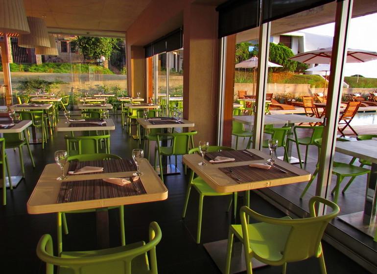 Uruguay Voyage Colonia Riverside restaurant