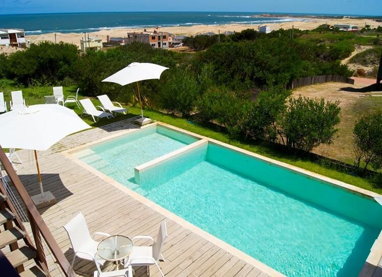 Uruguay Voyage Punta del Diablo Terrazas de la Viuda piscine avec vue plage