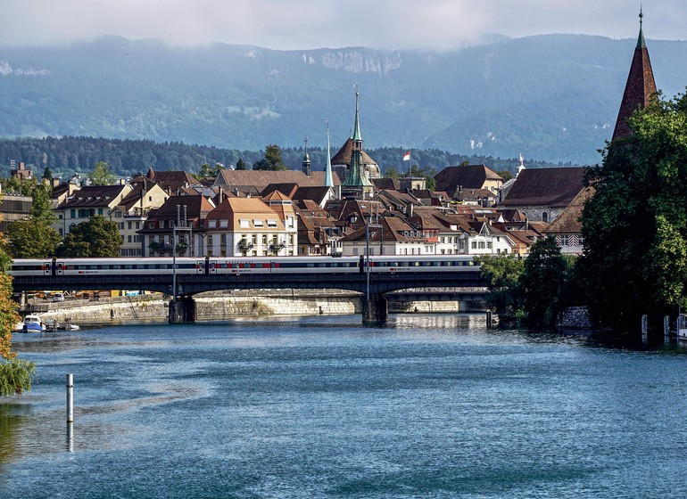 Voyage en Suisse Soleure, Solothurn ville baroque berge de l'Aar